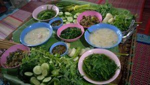 新鲜的蔬菜与特制的开胃酱料,让我至今仍留恋不已。